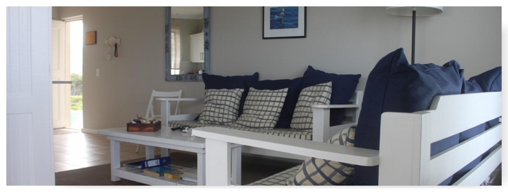 Spacious open plan living room</strong>